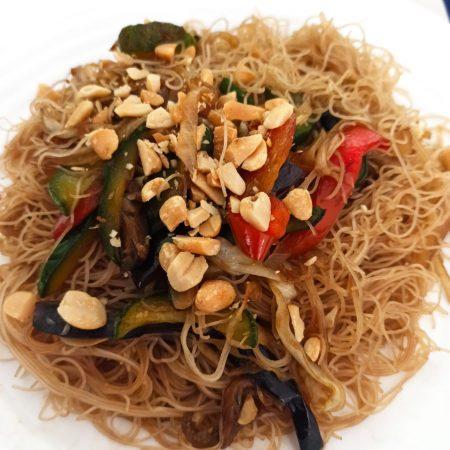 salteado de verduras con fideos de arroz